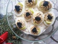 Kaviáros töltött tojás francia salátaágyon - laktózmentes, gluténmentes recept | Pink Dust blog